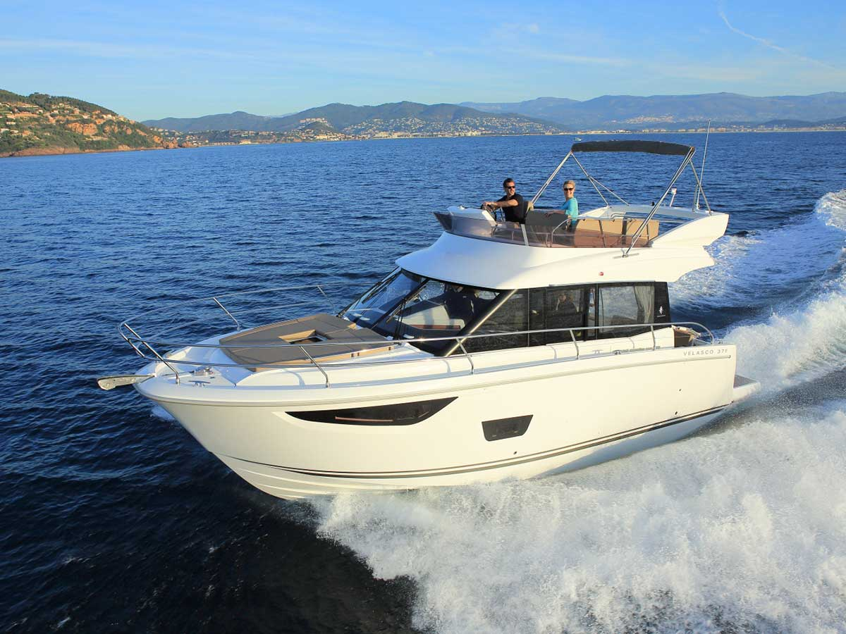 Great review of the new Jeanneau Velasco 37F